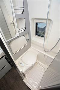 Pilote Van V600G Premium washroom (Credit: Peter Vaughan)