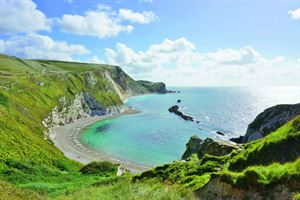 Lulworth Bay (courtesy eqroy/ stock.adobe.com)