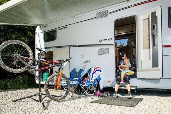 Pro mountain biker Scott Beaumont with his Dethleffs motorhome