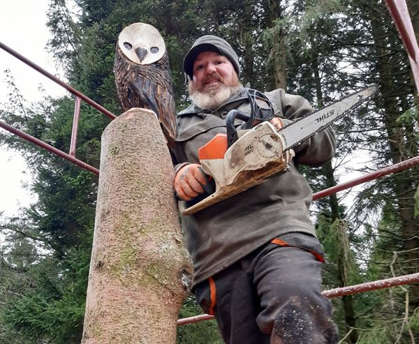Wood carving artist, James Shelliker