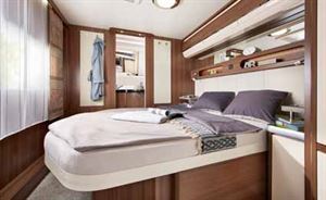 The transverse island bed in the new Prestige 720 WQC