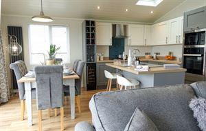 Aspire Glaslyn luxury lodge kitchen diner