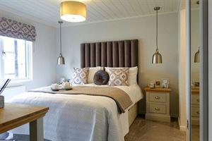 Aspire Glaslyn luxury lodge main bedroom