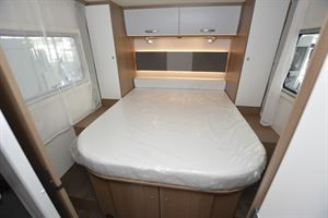 The island bed in the Carado T459 Clever Plus