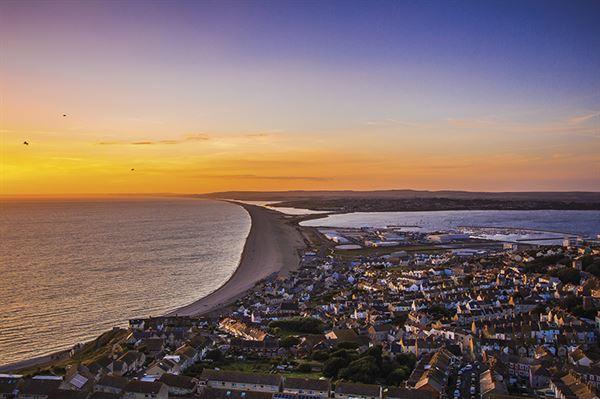 Chesil beach and Portland (Pixabay)