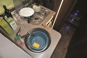 Three-ring hob and circular sink
