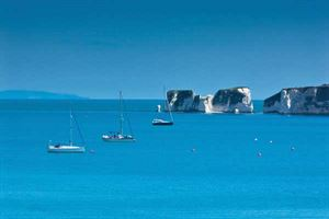 Dorset – the spectacular limestone Old Harry Rocks at the southern end of Studland Bay
