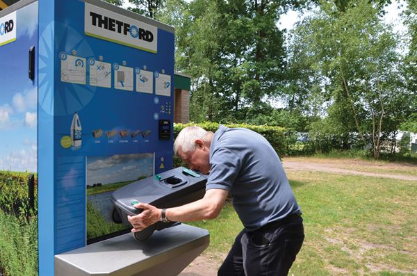 Using a Thetford cleaning station for a hassle-free smell-free emptying