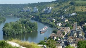 The picturesque River Seine, at Les Andelys - picture courtesy of Paul Knight