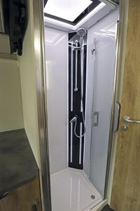 The shower in the Frankia Platin I7900 Plus