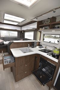 The kitchen of the Frankia Platin I8400 Plus motorhome