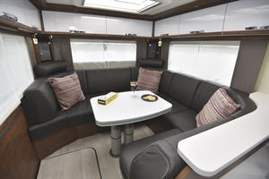 The U-shaped lounge in the Frankia Platin I8400 Plus motorhome