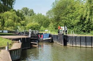 Harvington Lock Caravan Park is named after the nearby lock