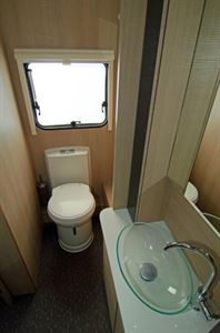 Adria Adora 623 DT Sava washroom
