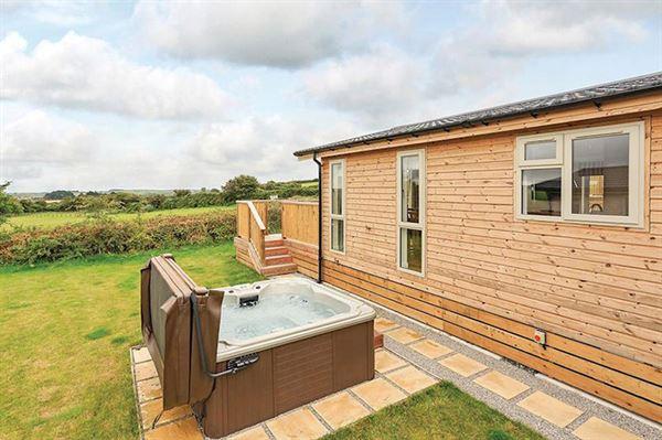 Lodges to buy are now available at Caddy's Corner in Cornwall. Image courtesy of Hoseasons.