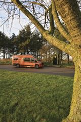 Malibu-Van-Charming-GT-640-LE-RB-2021_exterior-33497.jpg