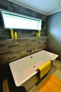 Oakwood Maple holiday home bathroom
