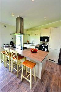 Oakwood Maple holiday home kitchen