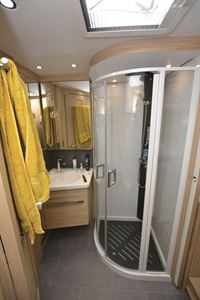 The shower in the Niesmann + Bischoff Flair 830 LE motorhome