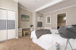 Omar Atrium Monopitch master bedroom