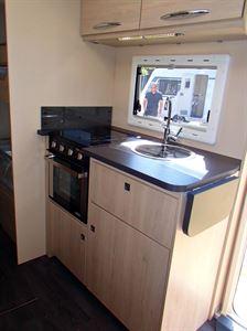 Caravelair Antares 455 kitchen