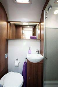 Bailey Phoenix 642 washroom