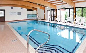 The swimming pool at Wickham Court