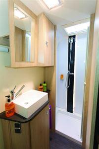 I's a nice , Biritsh shower room layout