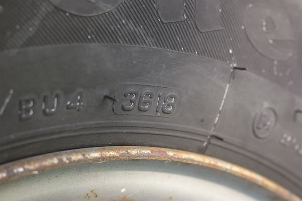 Tyre age markings