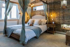 Wessex Spinney master bedroom