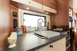 33cm of kitchen worktop space