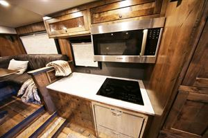 EarthRoamer XV-HD kitchen