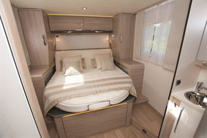 Rear island bed