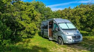 Motorhomes, campervans and caravans are socially distanced by design (Image: Melanie Erhard, Pixabay)