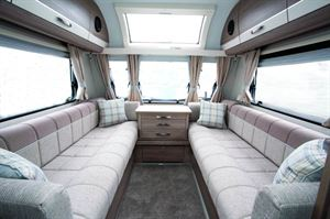 The lounge in the Capiro 462