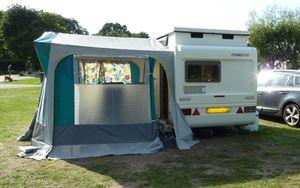 caravan_set_up1_resized_fc717cfa7409417eae58d5e16e64abea.jpg