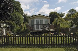 A holiday home at Hurley Riverside Park