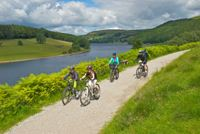 Cycling Derwent. Pic: visitpeakdistrict.com