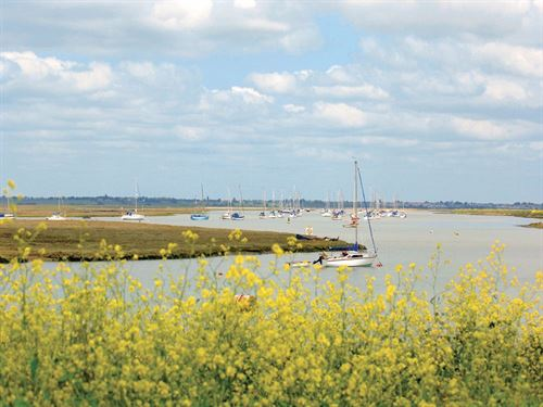 Campsites in Essex - Walton-on-the-Naze - Naze Marine
