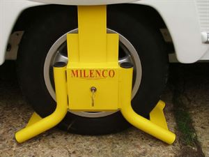 Solid wheel clamp