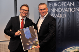 Christof Folkerts of Carthago receives the award